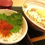 国産二八蕎麦 蕎香 - 北海道産 ミニいくら丼とたぬきそばのセット 1160円