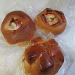 伊三郎製ぱん - この日はランチ用のパンを3つ買って帰りました。