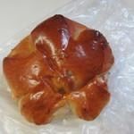 伊三郎製ぱん - やわらかくるみパン100円。