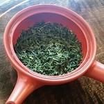 50492345 - 緑鮮やかな茶葉