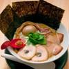 蛤の旨みと松茸風味の相性が唯一無二【特製中華そば980円】
