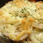 活意気 - モモ肉のガーリックバターチーズ焼き