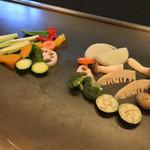 鉄板焼 花 - 鉄板焼 花(東京都渋谷区代官山町)黒毛和牛雌牛A-5ランク サーロインステーキ(70g)の野菜