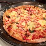 ナンズ キッチン - 桜海老のピザ!サクサクでうまし!