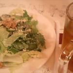 505131 - シーザーサラダとウーロン茶(ジョッキ)