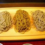 手打蕎麦 つくだ - 板蕎麦三種もり(左から一九、韃靼、十割)