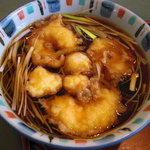 あさのや - 天ぷら入りのつけ汁。
