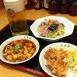 中央軒 - これだけで十分満足!!皿うどんに麻婆豆腐、からあげに生ビールがついてなんと1000円!!