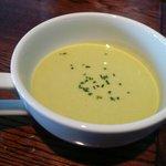 ラ・ブリーズ - グリーンピースの冷製スープ