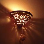 Indian Restaurant Shri Aruna - 店内の雰囲気はこんな具合に壁にライトを当てた間接照明とタペストリーくらい。