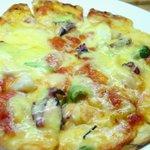 阿留酎 - ピッツア:ワインにもビールにも合います。小さめのピザですからお一人でも大丈夫¥700