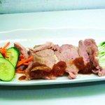 阿留酎 - 豚肉のたまねぎソース:軽めのイタリアワインでどうぞ、ファルネーゼのサンジョヴェーゼなど¥600