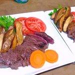 阿留酎 - サーロインステーキ:コクのある肉の旨味はやはり赤ワイン、コルナッキャのモンテプルチアーノがいい¥900