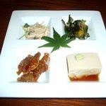 おか本 - 料理写真:それぞれ凝った味。手前左は、ちょっと辛めの鳥の砂肝。