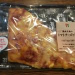 セブンイレブン - 料理写真:熟成生地のトマトチーズピザ@180円