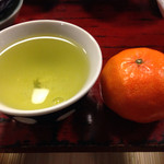 50508637 - 蜜柑とお茶