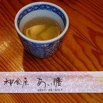 和食屋 あい膳 - サービスの蕎麦茶、ポットごとの提供です