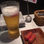 AB-Z - 生ビールとお通しおつまみ。予約するとウェルカムメッセージカードが置いてあります♪