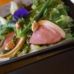 彩道 - 鴨ロースのサラダはバジル風味でかなり美味しい!! 紫2440円