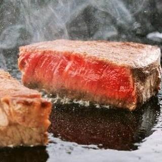 【鉄板焼き】おしゃれな雰囲気で味わう国産黒毛和牛など絶品料理