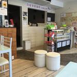 珈琲家あのころ - 店内。奥にも客席があります。