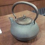 そば切り一徹 - 蕎麦湯は鉄の急須で提供でした(無茶苦茶重い!!)