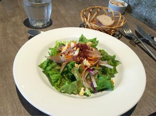 アロッサ 銀座店 - 【アロッササラダ】ボリュームたっぷりで味わい良し♪