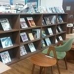 MJ BOOK CAFE by Mi Cafeto - 本がたくさん
