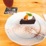 カフェ ザ イーチ タイム - オレンジ香る米粉のガトーショコラ(390円)