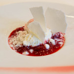 メゾン エメ・ヴィベール - デザートは赤い果実(すぐり)とバジルのヴァシュラン仕立て やっぱこういうお店はデザートも全然違う 超絶美味しい。。。(余韻)