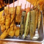 どんがらがっしゃん - ほろ酔いセット(1,000円)の串揚げ (写真は3人前) 鶏肉・豚バラ・シシャモ・玉ねぎ・茄子・紅生姜です。