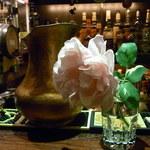 Bar Agit - お客様がお庭に咲いたバラを持ってきてくださったそうです セザンヌの静物画のよう♪