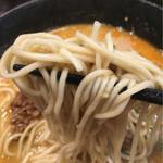 らーめん本竈 - 春よ恋という品種を使用した北海道産小麦の実家製麺。