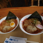 西穂山荘 - 西穂ラーメン900円(左:味噌、右:醤油)
