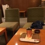 上島珈琲店 - 二階に喫煙スペースがあります〜