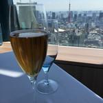 50529461 - スパークリング葡萄ジュース。東京タワーが一望!