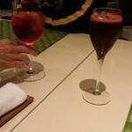 50535731 - 左いちご、右ハスカップ。赤ワインのような濃い色。