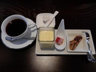 al mare 彩 - ランチのプチドルチェとコーヒー