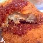 コメダ珈琲店 - 中はポテトコロッケ。玉ねぎと肉も入ってるかな?