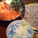 高田屋 - ランチ:北海丼とざるそばセット 980円