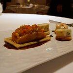 オーベルジュ・ド・リル ナゴヤ - サクラマスの燻製、モッツァレアチーズ、白身魚のムースに穴子を加え