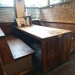 うなりや - テーブル席