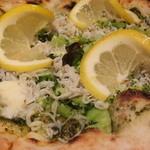 スクオーレ - シラスとブロッコリーのピッツア