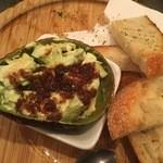 デンズキッチン - アボカドアンチョビ:美味しいおつまみです。
