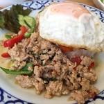 50554678 - ガパオガイ・ラードカオ(鶏肉のバジル炒めごはん・目玉焼き付き)