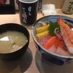 すし三崎丸 - 海鮮丼 880円