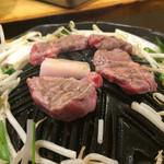 ジンギスカン楽太郎 - ミディアムレアが美味なラム肉