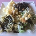 北アルプス展望食堂 臣喰館 - サラダバー。ひじきや煮豆もあります。