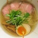 麺屋シマフクロウ - 白750円上品なスープは独特で味わったことのないラーメンです。