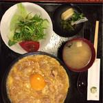 五味八珍 - 極上親子丼は¥1,300でセットでした。
